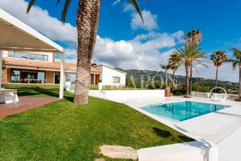01387-02-buy-property-close-to-teh-beach-in-barcelona-6xpc6z1rfn89uql4056debyvvb711ybyh9bf5e83liy