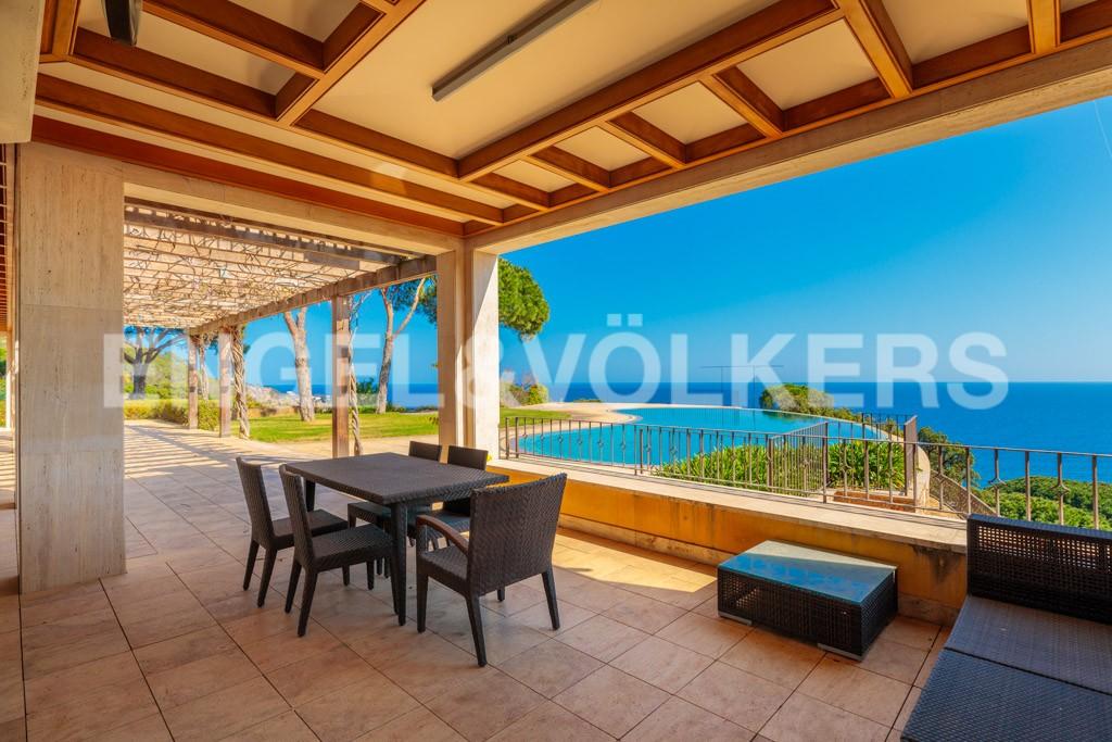 extraordinaria-villa-de-lujo-con-panorámicas-vistas-al-mar (13)