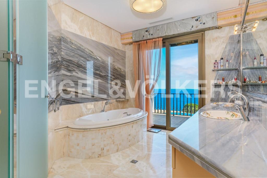extraordinaria-villa-de-lujo-con-panorámicas-vistas-al-mar (24)
