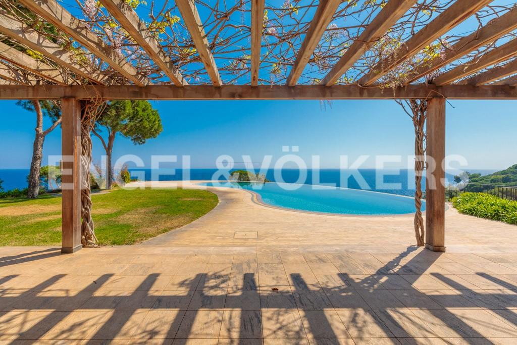 extraordinaria-villa-de-lujo-con-panorámicas-vistas-al-mar