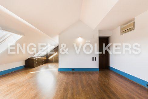 increible-ático-dúplex-con-piscina-en-la-alameda-habitación-principal (2)