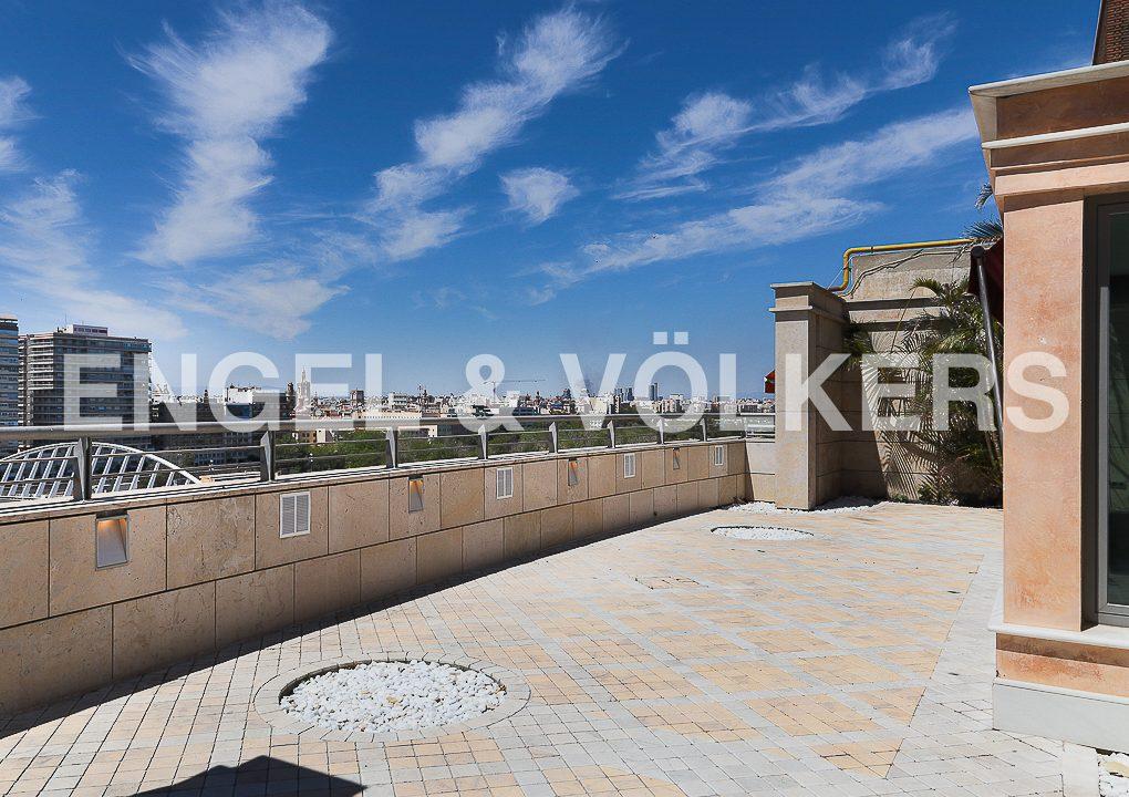 increible-ático-dúplex-con-piscina-en-la-alameda-terraza
