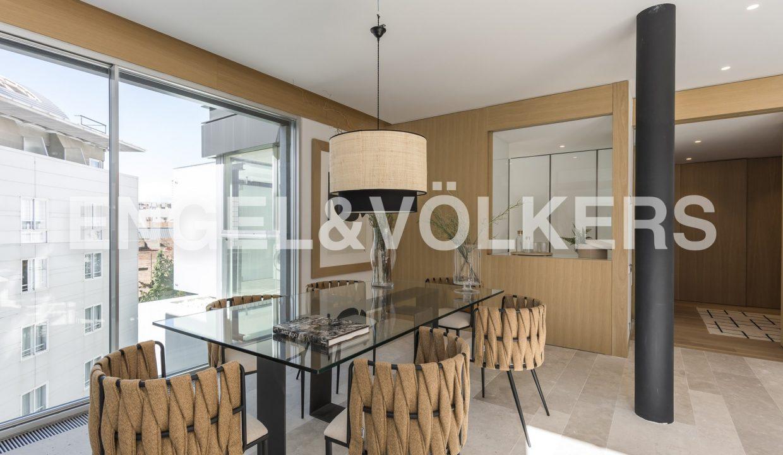 piso-de-excelentes-calidades-y-diseño-comedor