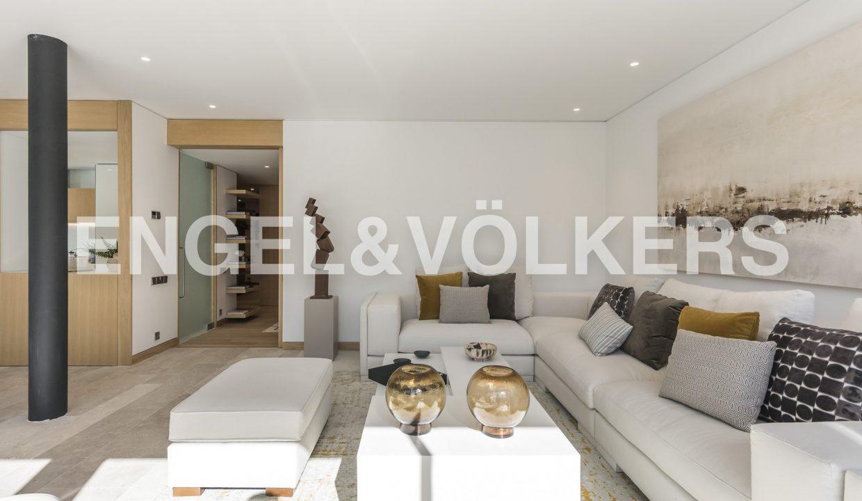 piso-de-excelentes-calidades-y-diseño-salón (1)