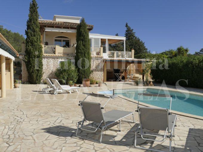 Portal Inmobiliario de Lujo en San Carlos, presenta chalet venta en Ibiza, inmueble rural para comprar y casa independiente en venta en Baleares.