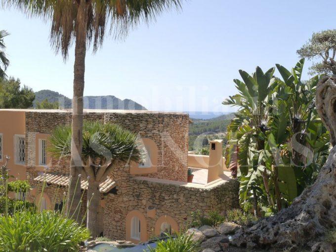 Portal Inmobiliario de Lujo en Santa Eulalia del Río, presenta chalet premium venta en Ibiza, inmuebles de lujo para comprar y villa independiente en venta en Baleares.