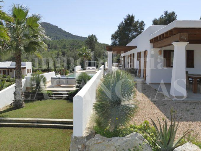 Portal Inmobiliario de Lujo en Santa Eulalia del Río, presenta chalet de lujo venta en Ibiza, viviendas lujosas para comprar y propiedades independientes en venta en Baleares.