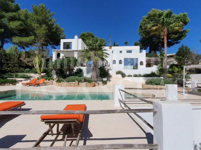 Portal Inmobiliario de Lujo en Santa Eulalia del Río, presenta chalet premium venta en Ibiza, vivienda de lujo para comprar y hogar independiente en venta en Baleares.