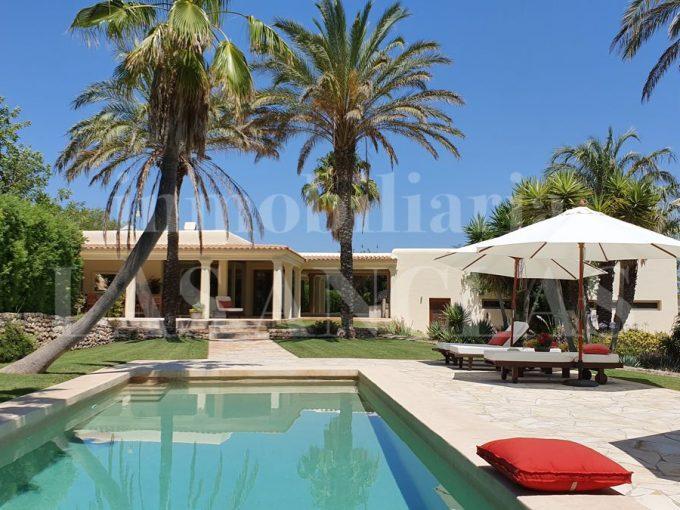 Portal Inmobiliario de Lujo en Santa Gertrudis de Fruitera, presenta chalet de lujo venta en Ibiza, casas exclusivas para comprar y propiedad independiente en venta en Baleares.