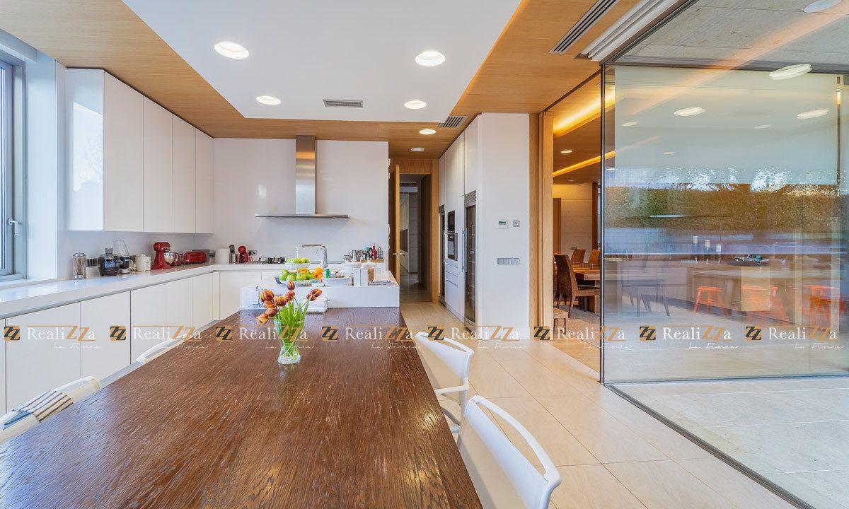 Realizza-La-Finca-vende-esta-vivienda-personalizada-en-la-urbanización-de-lo-15