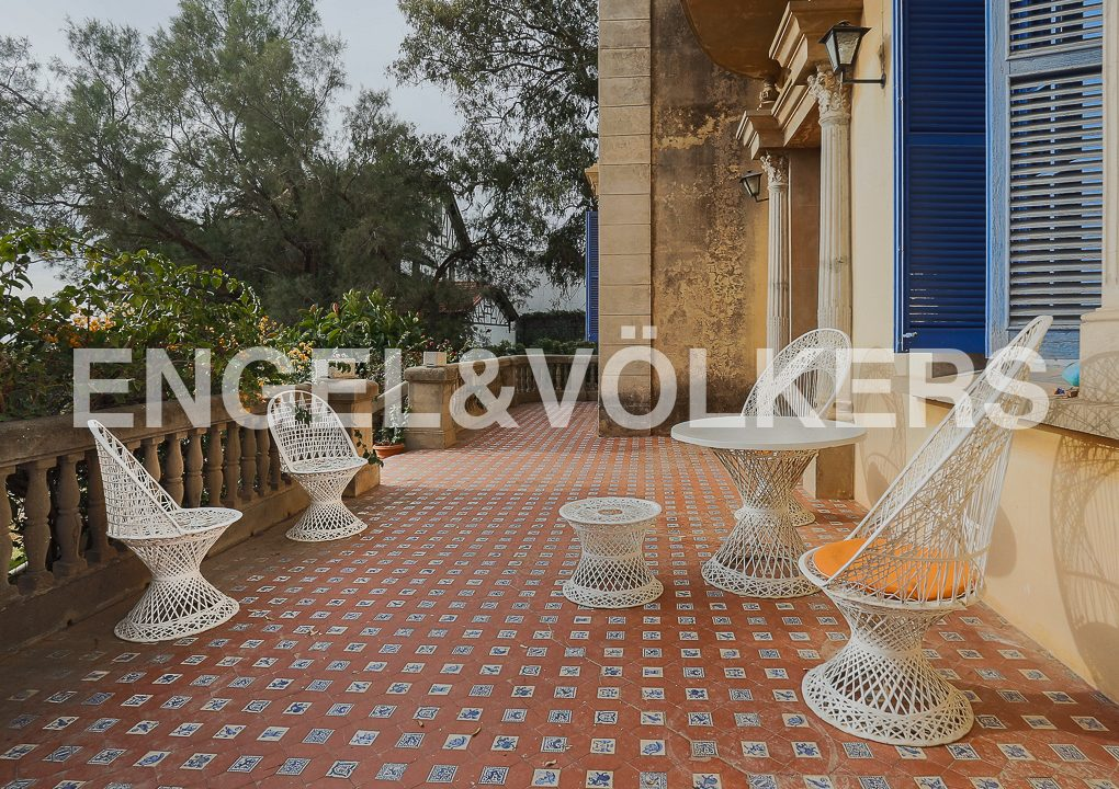 modernismo-francés-en-valencia-frente-al-mar-terraza