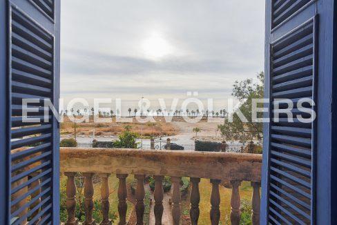 modernismo-francés-en-valencia-frente-al-mar-vistas-desde-el-dormitorio