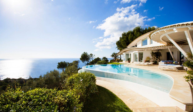 Portal Inmobiliario de Lujo en Puerto de Andrach, presenta chalet de lujo venta en Mallorca, casas exclusivas para comprar y villa de alta gama en venta en Baleares.
