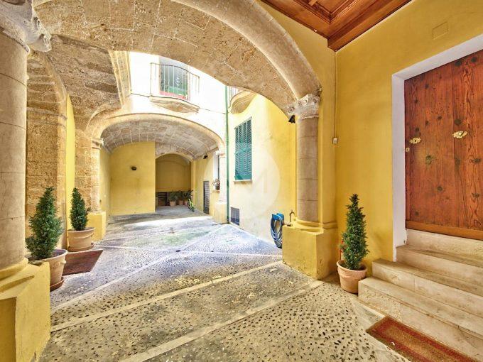 Portal Inmobiliario de Lujo en Monti-Sion, presenta casa palacio venta en Mallorca, hogar para comprar y propiedades independientes en venta en Baleares.