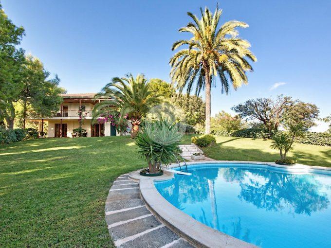 Portal Inmobiliario de Lujo en Son Vida, presenta chalet de lujo venta en Mallorca, villa lujosa para comprar y propiedad de alta gama en venta en Baleares.