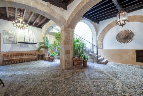 Portal Inmobiliario de Lujo en La Llotja, presenta chalet de lujo venta en Mallorca, casas premium para comprar y viviendas independientes en venta en Ciutat Antigua.
