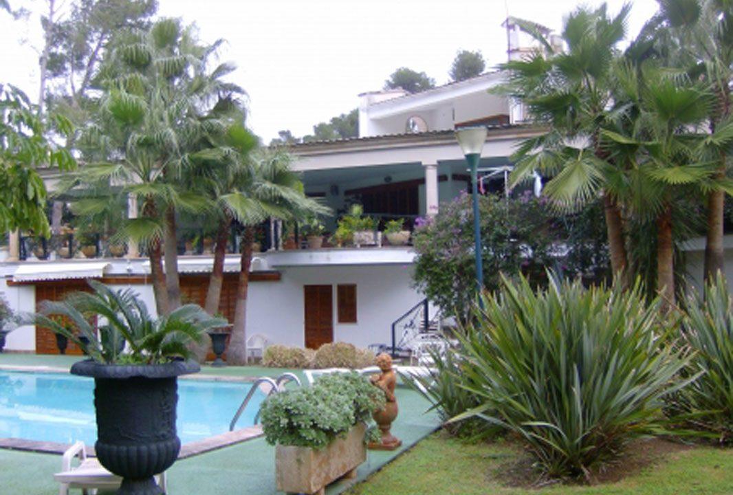 Portal Inmobiliario de Lujo en Son Vida, presenta chalet exclusivo venta en Palma de Mallorca, propiedad de lujo para comprar y hogar independiente en venta en Baleares.