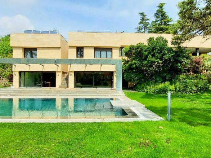 Portal Inmobiliario de Lujo en La Moraleja, presenta chalet de lujo exclusivo venta en Madrid, casa premium para comprar y viviendas de alta gama en venta en Alcobendas.