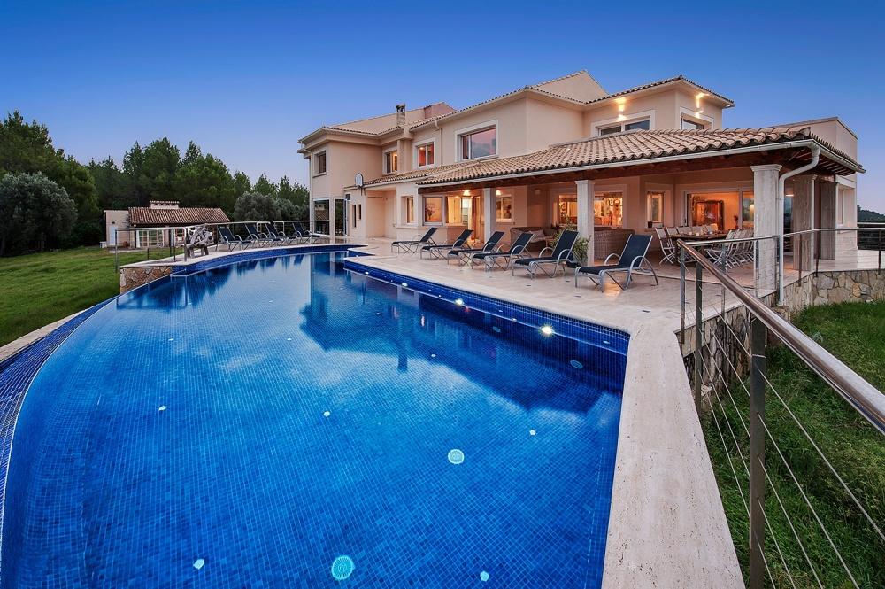 Portal Inmobiliario de Lujo en Ciutat d'Alcúdia, presenta chalet de lujo venta en Mallorca, casa para comprar y vivienda independiente en venta en Alcúdia.