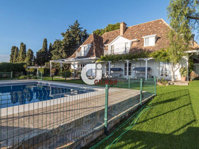 Portal Inmobiliario de Lujo en El Candado, presenta chalet lujoso venta en Málaga, casas de lujo para comprar y viviendas premium en venta en Málaga Este.