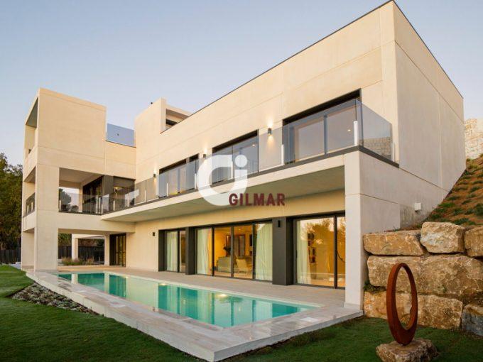 Portal Inmobiliario de Lujo en Benalmádena, presenta chalet de lujo venta en Málaga, propiedad independiente para comprar y lujosos inmuebles en venta en Costa del Sol Occidental.