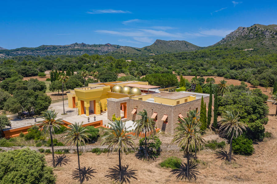 Portal Inmobiliario de Lujo en Arta, presenta chalet de lujo venta en Mallorca, casas lujosas para comprar y viviendas independientes en venta en Baleares.