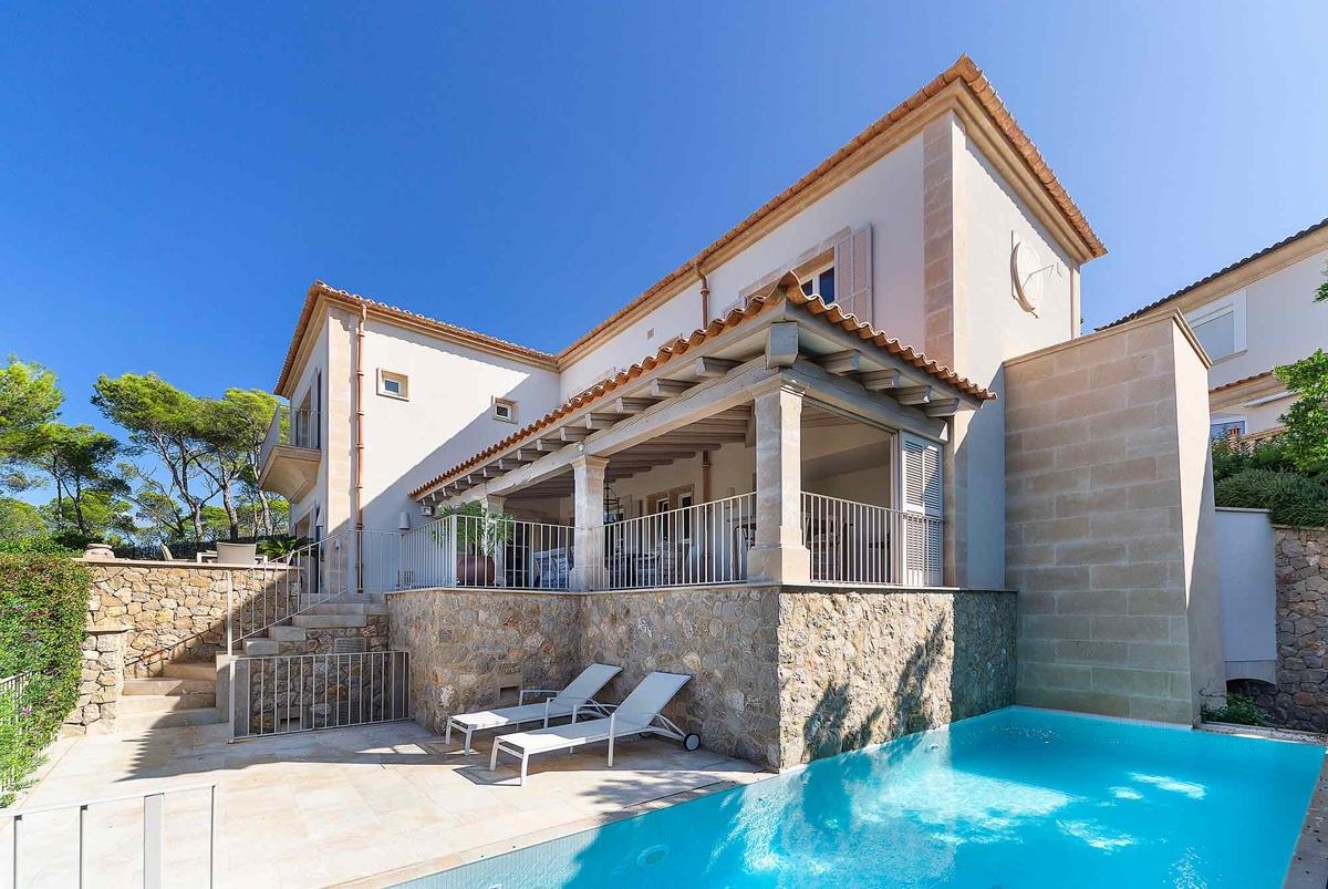 Portal Inmobiliario de Lujo en Port d'Andratx, presenta chalet de alta gama venta en Mallorca, inmuebles lujosos para comprar y villas exclusivas en venta en Andratx.