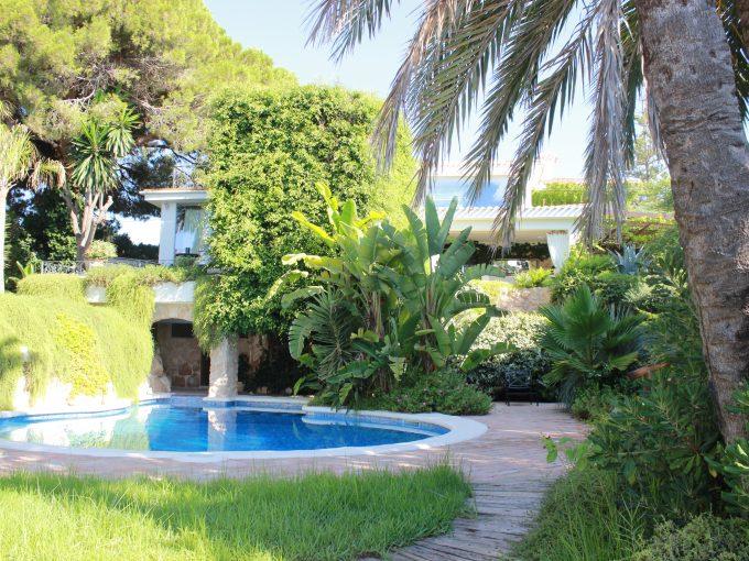 Portal Inmobiliario de Lujo en Cabo Roig, presenta villa de lujo venta en Alicante, chalet lujoso para comprar y viviendas exclusivas en venta en Costa Blanca.