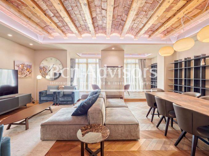Portal Inmobiliario de Lujo en La Dreta de l'Eixample, presenta piso de lujo venta en Barcelona, apartamentos exclusivos para comprar y casa lujosa en venta en Eixample.